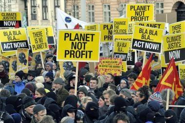 Per protestus dėl klimato projektų kilo ir smurto protrūkis