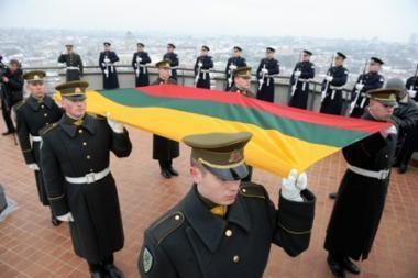 Kovo 11-ąją policija tikrins, ar iškeltos valstybės vėliavos