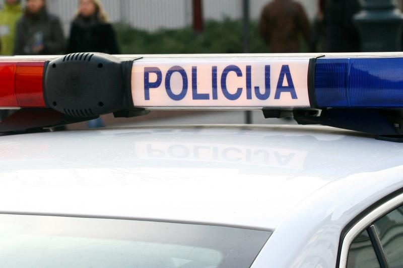 Klaipėdos rajone vagis išmušė medicinos punkto lubose skylę