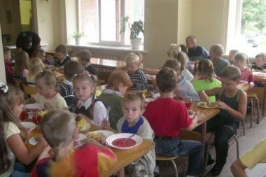 """Moksleiviai pasigenda kebabų, mėlynių kavos, """"Šreko sriubos"""""""