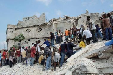 Haityje sugriuvus mokyklai žuvo mažiausiai 82 žmonės