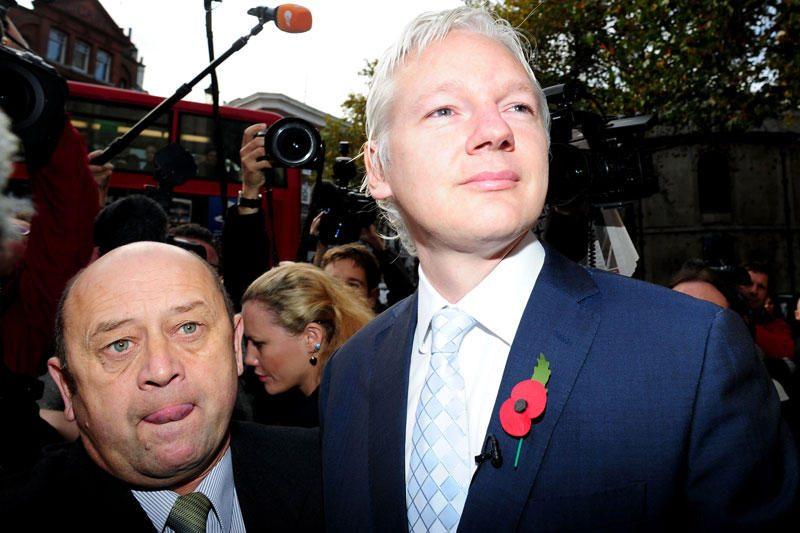 J.Assange'as vis dar įstrigęs Ekvadoro ambasadoje