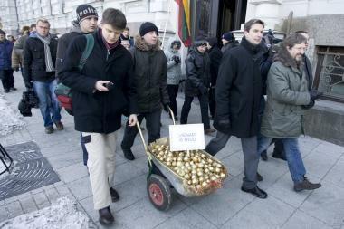 """Už """"svogūnų akciją"""" A.Paleckiui - 1,5 tūkst. litų bauda"""