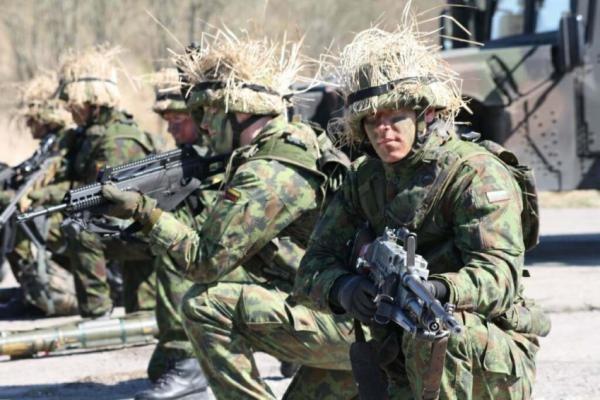 Baziniai kariniai mokymai Lietuvoje turėtų trukti 50-90 dienų