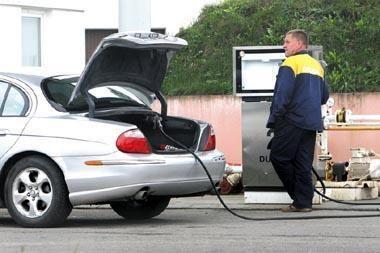 Suskystintos dujos degalinėse kainuoja 1,99 lito