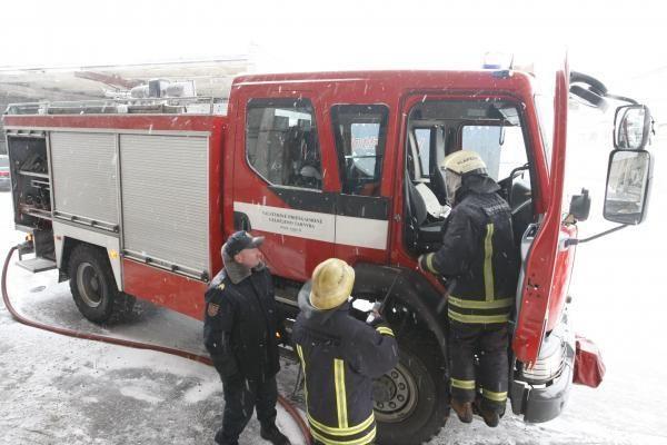 Ukmergės rajone sudegė Siesikų dvaro vieno iš pastatų stogas