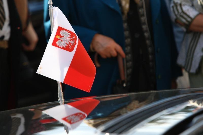 URM vadovas R.Sikorskis: Lenkija į euro zoną įstos pasibaigus krizei