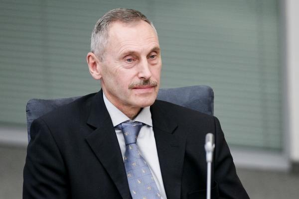 Opozicija klibina energetikos ministro kėdę
