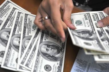 Politinė krizė Egipte kelia JAV dolerio, Šveicarijos franko kursus