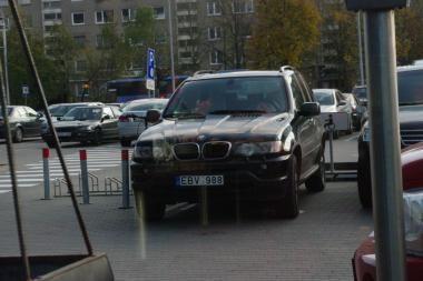 Su džipu - į neįgaliojo vietą (papildyta)