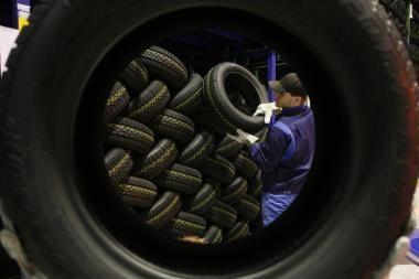 Vairuotojai skatinami palaikyti tinkamą oro slėgį padangose
