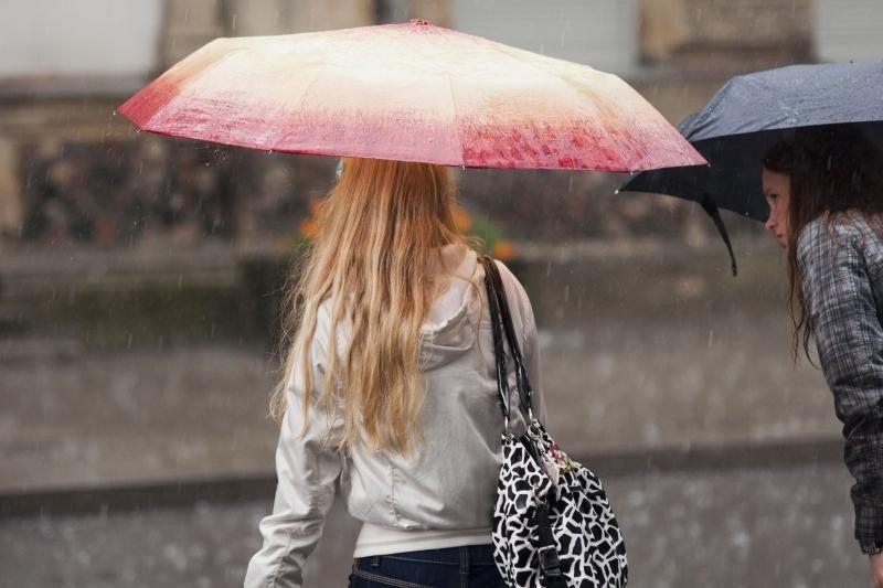 Savaitgalį numatomi permainingi ir su lietumi orai