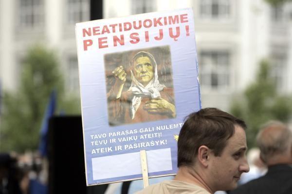 Lietuviai į pensiją išeina        nenoriai