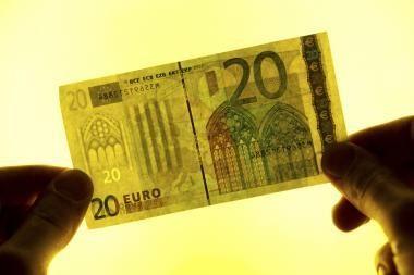Teigiami statistiniai duomenys į antrą planą nustūmė euro zonos skolų problemas