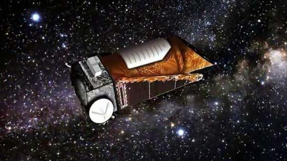 """NASA """"Kepler"""" atrado planetų sistemą, skriejančią aplink dvi žvaigždes"""