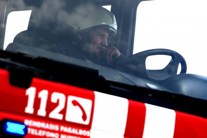 Gausios ugniagesių pajėgos Klaipėdos rajone gesina šieną
