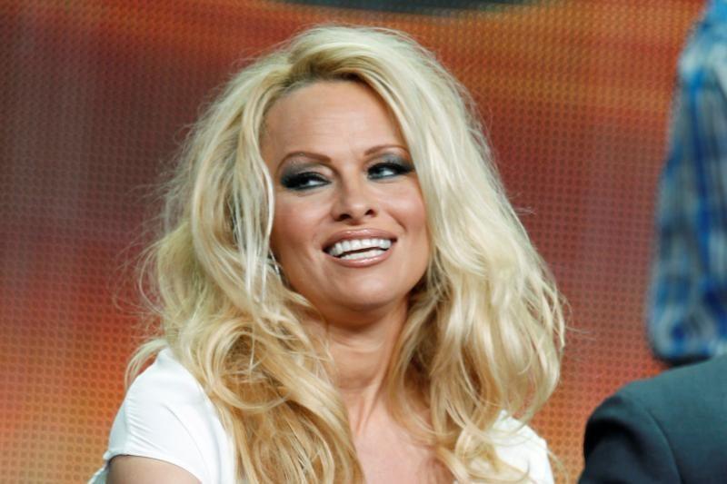 Pamela Anderson išsižada vyrų kol šoks su žvaigždėmis