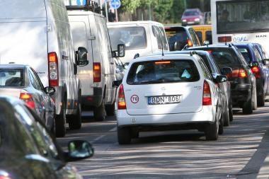 Miesto centrą užkimšo automobiliai