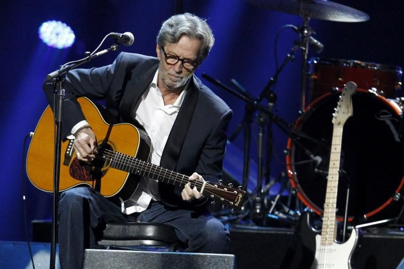 """E. Claptonas prisipažino: narkotikais jis bandė """"užmušti"""" jausmus"""