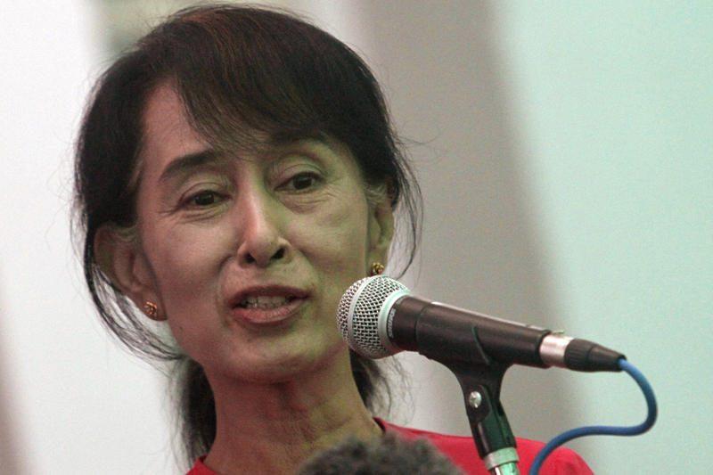 Mianmaro demokratijos lyderė išvyko į istorinę kelionę po Europą