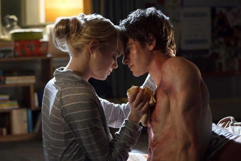 Aktorius Emmą Stone ir Andrew Garfieldą pagavo meilės voratinklis