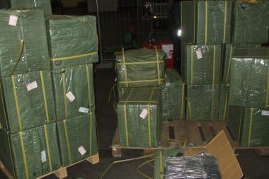 Oro uoste sulaikyti 232 kg mobiliųjų telefonų dalių