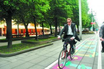 Kauno meras mieste pasigenda dviračių