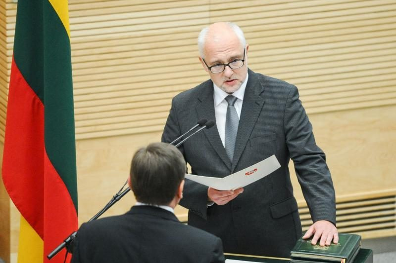 Ministras įteisino lengvesnį lietuvių k. egzaminą kitataučiams