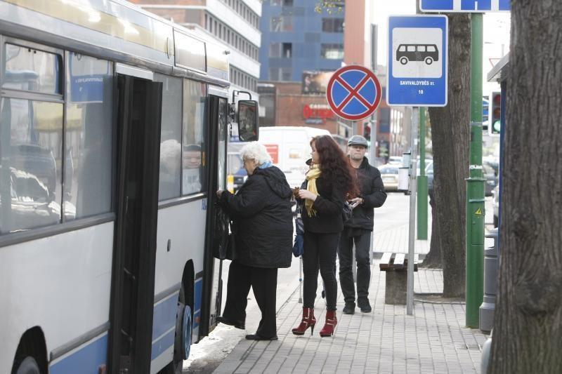 Keleivius miesto autobusuose pasitinka šaltis