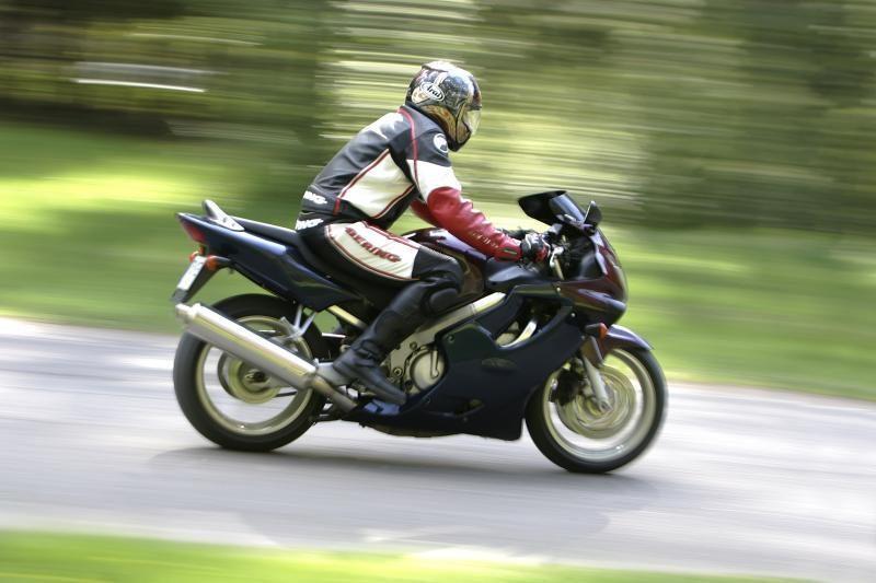 Motociklininkai raginami jėgas bandyti lenktynių trasoje, ne gatvėje