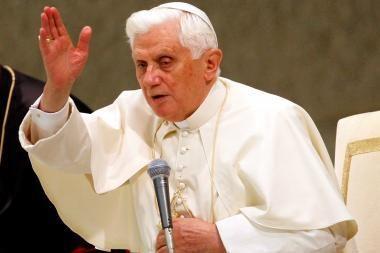 Popiežius nori pradėti diskusijas dėl prezervatyvų toleravimo tam tikrais atvejais