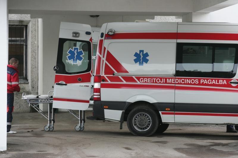 Prienų rajone susidūrus trims automobiliams, nukentėjo moteris