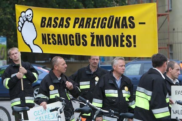 Pareigūnų profsąjungos rengia mitingą ir bado akciją
