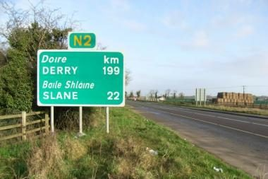 Didžiosios Britanijos kelio ženkluose atsiras žymos metrais