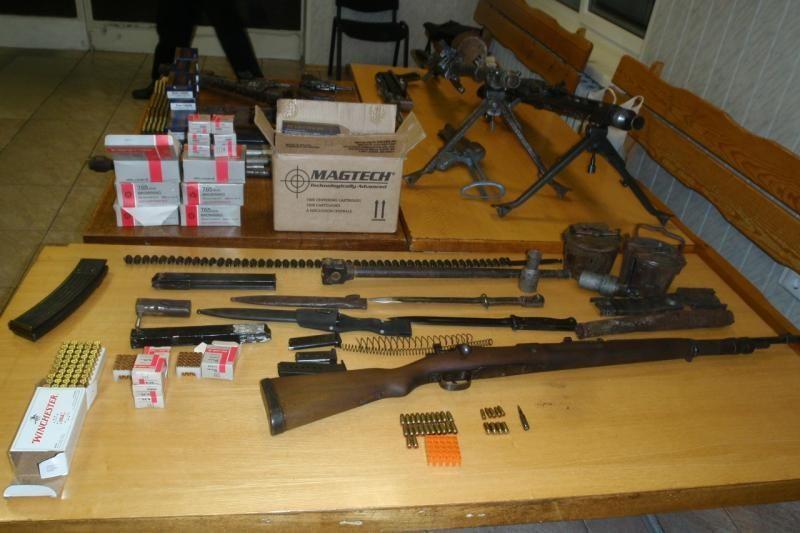 Tauragės rajone rastas neteisėtų ginklų sandėlis