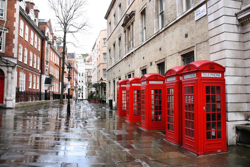 BT nusprendė išparduoti legendines raudonąsias telefono būdeles