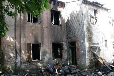 Klaipėdoje iš degančio apleisto pastato išvestas benamis