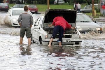 Audros suniokoti automobiliai atsidūrė autoservisuose
