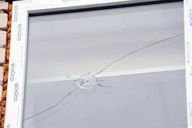 Kulka perskrodė energetikos inspektorių kabineto langą