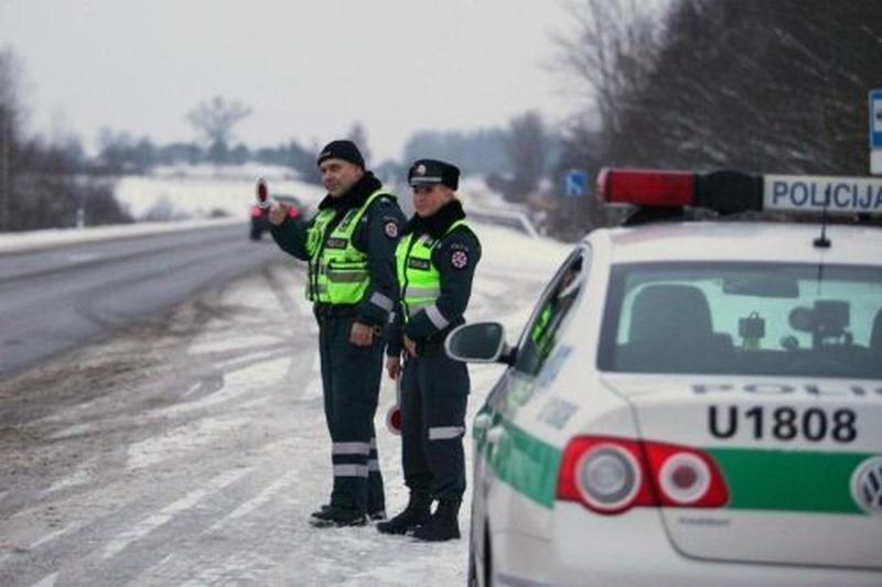 Neblaivus vairuotojas pareigūnams siūlė po 2 tūkst. litų
