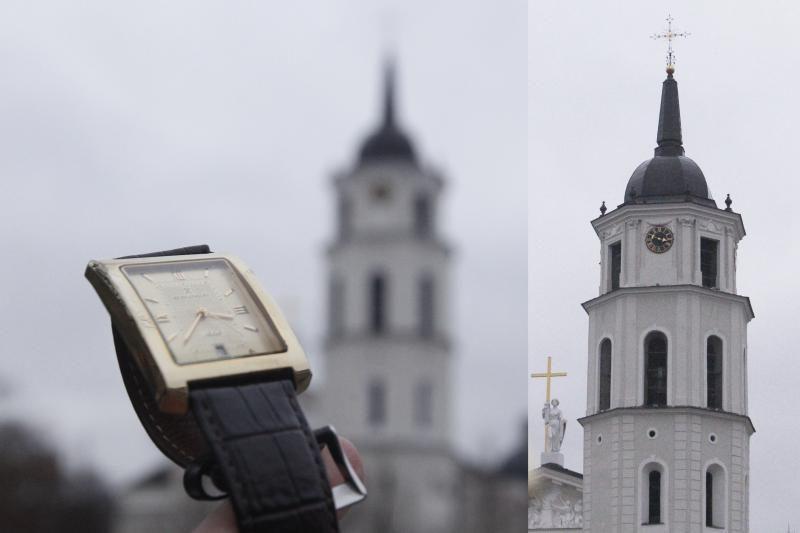 Vilniečius glumina neva skubantis Katedros varpinės laikrodis