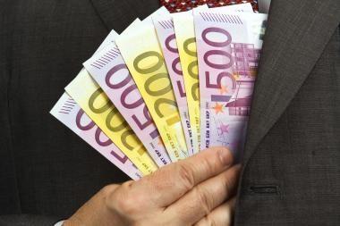 Britų valdžios valdomas bankas parduoda 318 padalinių ispanų bankui