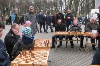 Skulptūrų parke laukiami šachmatų entuziastai