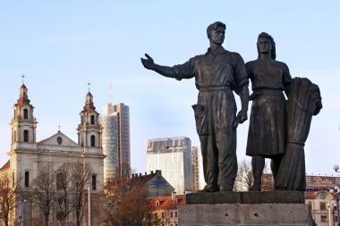 Galerijos vadovė: Žaliojo tilto skulptūros leidžia kritiškai pažvelgti į praeitį