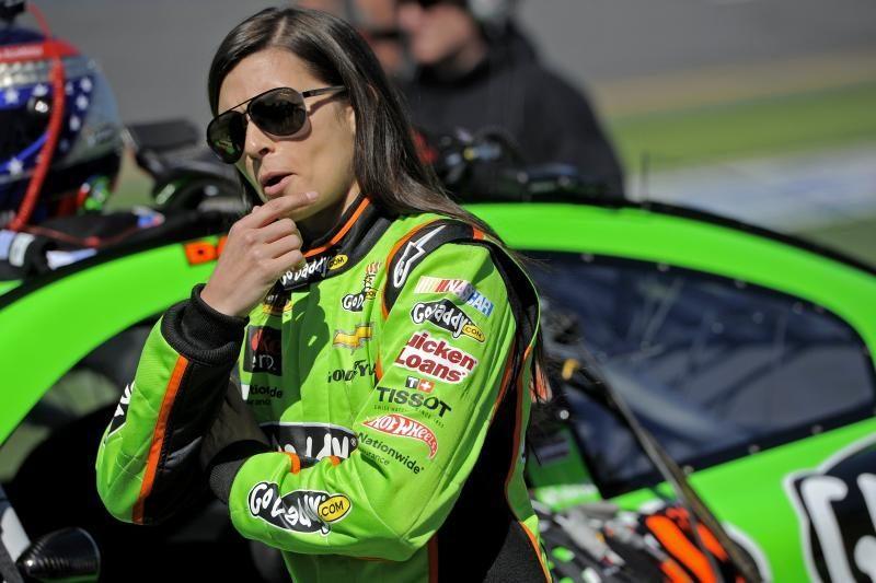 Pirmą kartą NASCAR lenktynių istorijoje kvalifikaciją laimėjo moteris