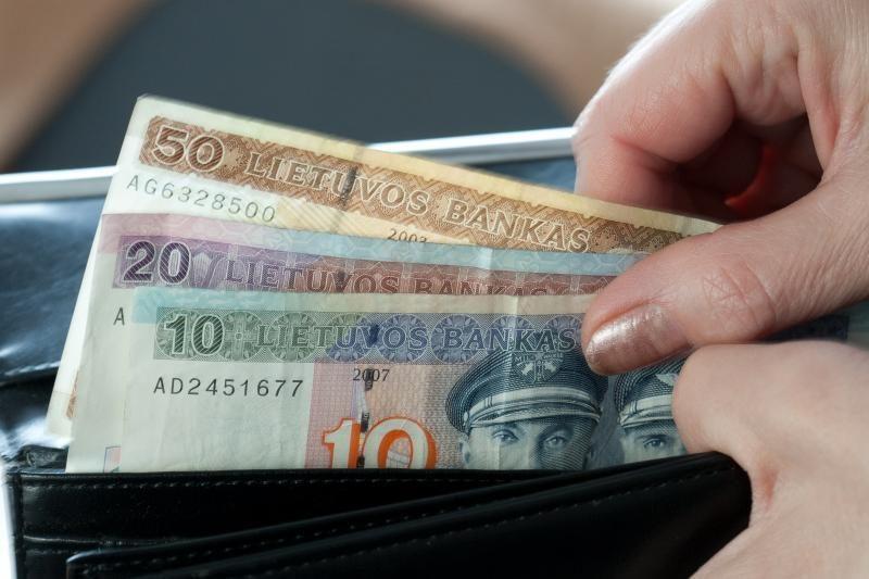 Parlamentarai siūlo MMA susieti su vidutiniu atlyginimu