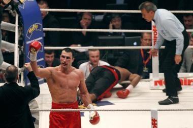 Vladimiras Klyčko nokautavo Eddie Chambersą