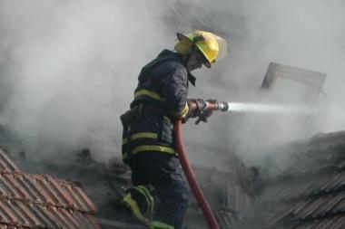 Praėjusią naktį Vilijampolėje degė apleisti garažai