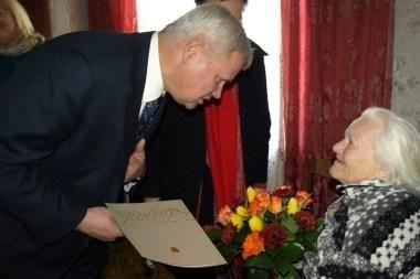 Meras pasveikino šimtametę klaipėdietę