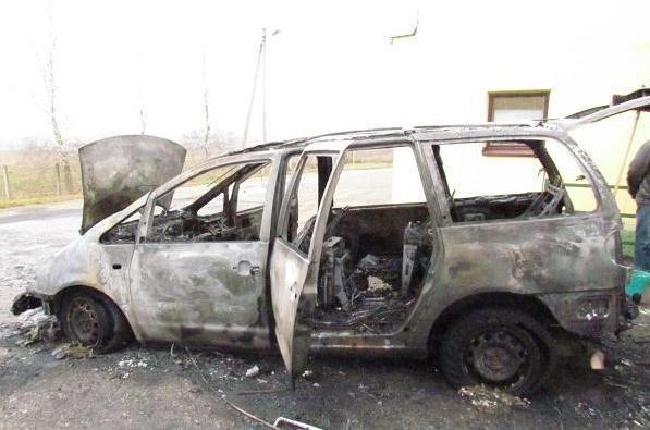 Baltarusis supleškino automobilį su cigarečių kontrabanda